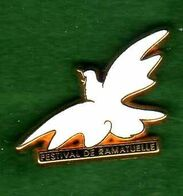 Pin's Oiseau Festival De Ramatuelle Zamac Arthus Bertrand - Arthus Bertrand