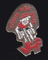 66760- Pin's.La Vogue Des Noix De Firminy Est Une Fête Foraine .Cyclisme.VCF. - Ciclismo