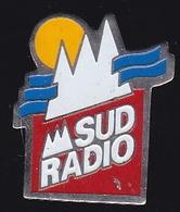 66763- Pin's.Sud Radio.médias. - Mass Media