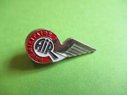 Aviation / Insigne De Boutonniére à Molette/ PREMILITAIRE/Aile Déployée/Laiton  Embouti Chromé Peint/ Vers 1990     AV30 - Luchtvaart