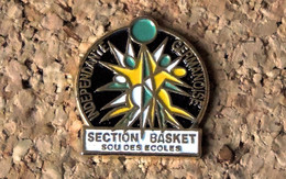 Pin's BASKET - Indépendante Germanoise Basket Saint-Germain Lespinasse (42) - Peint Cloisonné - Fabricant CREA 7 - Baloncesto