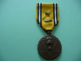 Commémorative Belge De 1940 1945 Avec 2 Barrettes - Unclassified