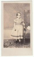 CDV Photo Foto Um 1865 - H. Thomas, Colblenz - Hübsches Kleines Mädchen In Zeittypischer Mode - Old (before 1900)