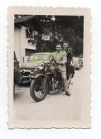 PHOTO - MOTO - COUPLE SUR UNE MOTO - MARQUE A DEFINIR - Andere