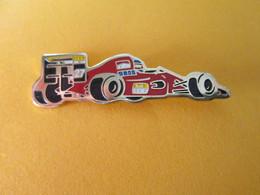 PIN'S   FORMULE 1  FERRARI  FIAT  MARLBORO - F1