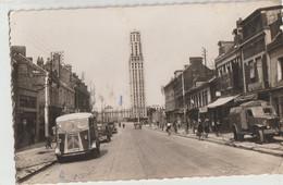 Amiens  80   La Rue Jules Barni Et La Tour Perret -Animée -Café-Camion-GMC_Tube-Citroen Et Voitures - Amiens