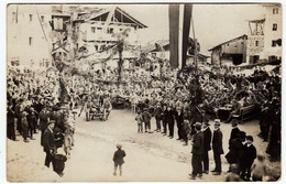 VECCHIA FOTO - OLD PHOTO - PRANZO DI PASQUA IN PIAZZA (leggi) MILITARI - MILITARY - MILITAIRE - 1915 - Vedi Retro - Guerra, Militari