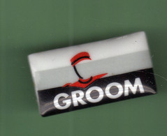 GROOM *** Signe J.M LIMOGES *** 0045 - Pin's & Anstecknadeln