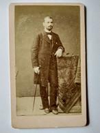 Photo CDV - Homme Debout Avec Canne - Circa 1875 - Photo Baudy à Lyon - BE BE - Ancianas (antes De 1900)