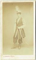 Photo CDV. Militaria. Soldat. Janissaire ? . Foto Robert à Senlis. - Antiche (ante 1900)
