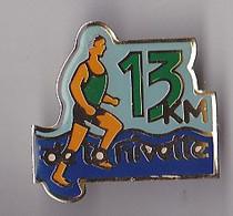 PIN'S  THEME ATHLETISME COURSE A PIED  13 KM DE LA NIVETTE A SAINT JEAN DE LUZ - Leichtathletik