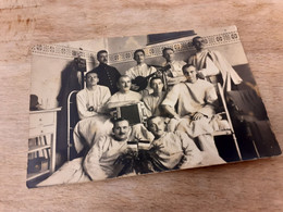 FELDPOST - GRUPPE SOLDATEN MIT ARZT IN LAZARETT - AKKORDEON - GITARRE - 1916 - Von POSEN POLEN Nach CHEMNITZ - Guerra, Militares