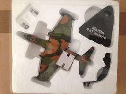 Avion Métal Martin B-57 Canberra - Complet Dans Emballage De Protection - Army