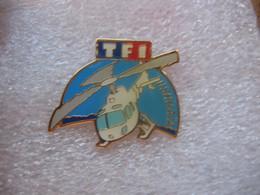Pin's De L'émission USHUAIA Sur La Chaine De TF1. Hélicoptere - Mass Media