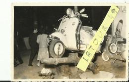 NARBONNE Magasin Rapid Moto Vespa VELO SOLEX.archive Narbonne Moto Club1946 1950  Belle Vespa En Esposition 9.5x 14 Cm - Motorfietsen