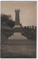 """QUESNOY LE MONTANT (80) : MONUMENT AUX MORTS """" VERDUN """" GUERRE 1914-1918 - CARTE PHOTO BOREL ABBEVILLE 26 JUIN 1921 -R/V - Sonstige Gemeinden"""