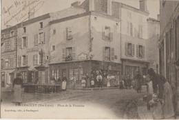 Paulhaguet  43   La Place De La Fontaine  Et La Rue Tres Tres Animées-Epicier Et Café - Frankreich