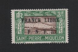 Faux Curiositée 3 F Saint-Pierre Et Miquelon Gomme Charnière - Ungebraucht