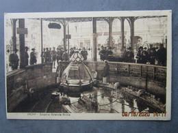 """CPA 03 Allier  VICHY -  Source Grande Grille - Panneau """" La Donneuse D'eau Vend Des Verres """" -  Vers 1925 - Vichy"""