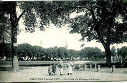 N°4477 R -cpa Fontenay Le Comte -la Place Du Champ De Foire- - Fontenay Le Comte
