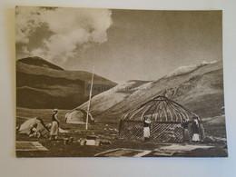 D173542  China—Kyrgyzstan—Kazakhstan Tian Shan Mountains   -Building Yurt  - Uygur  Kazakh  Ca 1956 - Kasachstan
