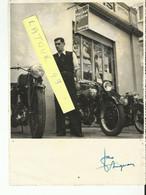NARBONNE   Magasin Motos  Agence Magnat Debon Autographe  Jean Avignon Archive Narbonne Moto Club 1946  1950  23 X 17 Cm - Motorfietsen