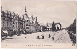 49. SAUMUR. La Place De La République. 41 - Saumur