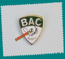 Pin's Pelote Basque, Cesta Punta, Biarritz Athletic Club, Petit Modèle , Voir Descriptif - Pin's & Anstecknadeln
