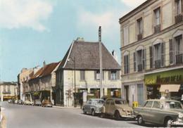 VITRY SUR SEINE - LA RUE A. DERREY - TRES BELLE CARTE PHOTO COULEUR DES ANNEES 60 - COMMERCES - VEHICULES AUT. - 2 SCANN - Vitry Sur Seine