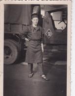 Photographie  Guerre D'Algérie Militaire Tirailleur Zouave Tabor ? Devant Camion Avec écusson  Circa 1960  Ref 1272 - Krieg, Militär