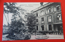 BAVAY (Nord)   -   Institution De L'Assomption -  La Cour D'Honneur - Bavay