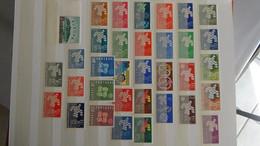 L19 Années EUROPA Complètes ** De 1961 à 1972 Et à Compléter (manque Peu De Timbres) De 1973 à 1976.Côte 1774€. - Collections (with Albums)