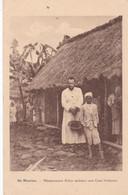 ILE MAURICE :  Missionnaire Belge Devant Une Case Indienne - Mauritius