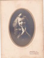 17 ROCHEFORT. PHOTO AHIREP PHOTOGRAPHE.  PORTRAIT D'ENFANT EN MEDAILLON SUR CARTON FORMAT 13 X 18 - Fotografía