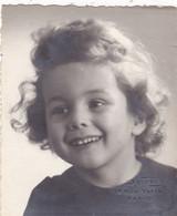 75 PARIS.RUE VAVIN XIV. PHOTO PIERRE DELBO PHOTOGRAPHE .  PORTRAIT D'ENFANT TOUT SOURIRE. FORMAT 8 X 9.5 - Fotografía