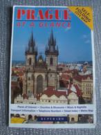PRAHE AT A GLANCE. SELF-FOLDING CITYCENTRE MAP - CZECH REPUBLIC, KUPERARD, 1990 APROX. POP-UP MAP. - Dépliants Turistici