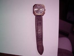 Montre LIP - Vintage Montre  Probablement Plaqué Or Mais Pas De Poinçon - N° 227633 - Ne Fonctionne Pas à Réviser - Antike Uhren