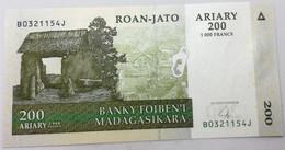 Billete Madagascar. 2004. 200 Ariary. SC. Sin Circular. Posibilidad De Números Correlativos - Madagascar