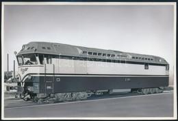 Cca 1962 VR Dr 13 Sorozatú Dízelmozdony, Retusált Fotó, 12×17 Cm / VR Class Dr13 Diesel Locomotive - Autres Collections