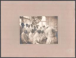 1931 Orphanidesz János (1876-1939): Operáció, Aláírt, Vintage Fotóművészeti Alkotás, Kartonra Ragasztva, 12×16 Cm - Autres Collections