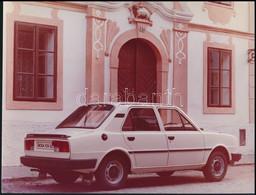 Cca 1976-1980 Škoda 105 GL Típusú Autó, Fotó, Egyik Sarkán Törésnyommal, 18×24 Cm - Autres Collections
