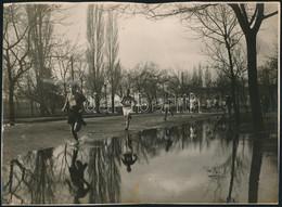 Cca 1940-1950 Futóverseny A Ligetben, 2 Db Fotó, 17×23 Cm - Autres Collections