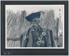1941 Pipázó Juhász, Fotó Albumlapon, 8x11 Cm - Autres Collections