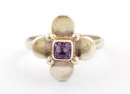 Ezüst(Ag) Foglalatú Lila Köves Gyűrű, Jelzett, Méret: 57 Bruttó: 3,07 G - Unclassified