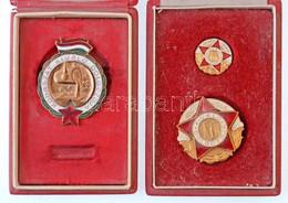 """~1960-1970. """"Kohászat Kiváló Dolgozója"""" Zománcozott Fém Jelvény Tokban (44x34mm) + """"Nehézipar Kiváló Dolgozója"""" Zománcoz - Coins & Banknotes"""