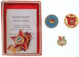 """1977. """"Kiváló Dolgozó"""" Kitüntetés Miniatűrrel, Tokban, Igazolvánnyal + """"Szocialista Brigád"""" Zománcozott, Aranyozott Jelv - Coins & Banknotes"""