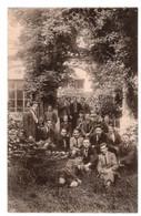 CPA PHOB - ECOLE D'Art - Saint-Luc à Tournai - Animée - Section Horticulture- Un Groupe D'élèves Dans Un Coin De Jardin. - Tournai