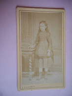 PHOTO CDV 19 EME JEUNE FILLE  MODE   Cabinet KOLB  A CAHORS - Ancianas (antes De 1900)