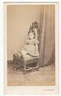 CDV Photo Foto Um 1865/70 - A. Lumiere, Besancon - Hübsches Kleines Mädchen, Sitzend Im Kleid - Old (before 1900)
