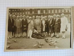 20BD - Photo Carte Groupe Femmes Infirmières ? Place Liège ? Pigeons - Zonder Classificatie